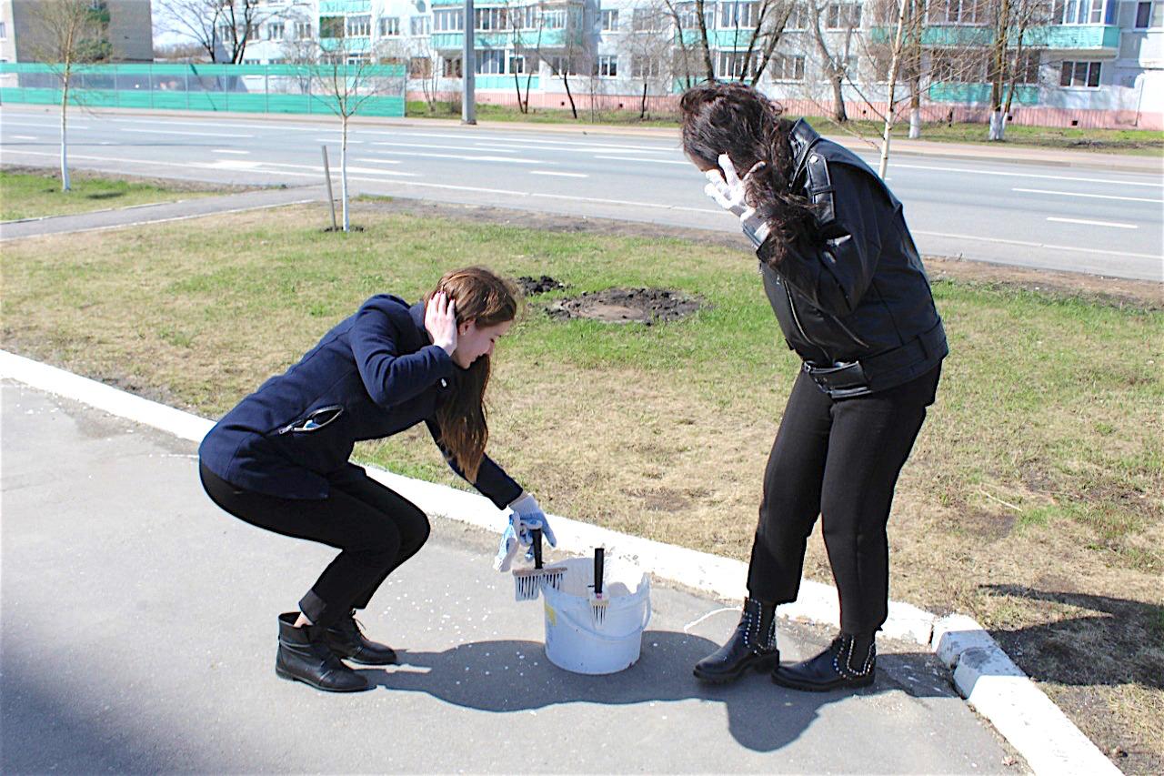 У генерала Рузляева порядок во всем: креативный субботник, вылизанная территория «Рамеева» и... ногастые девушки с мохнатыми макловицами - фотоотчет