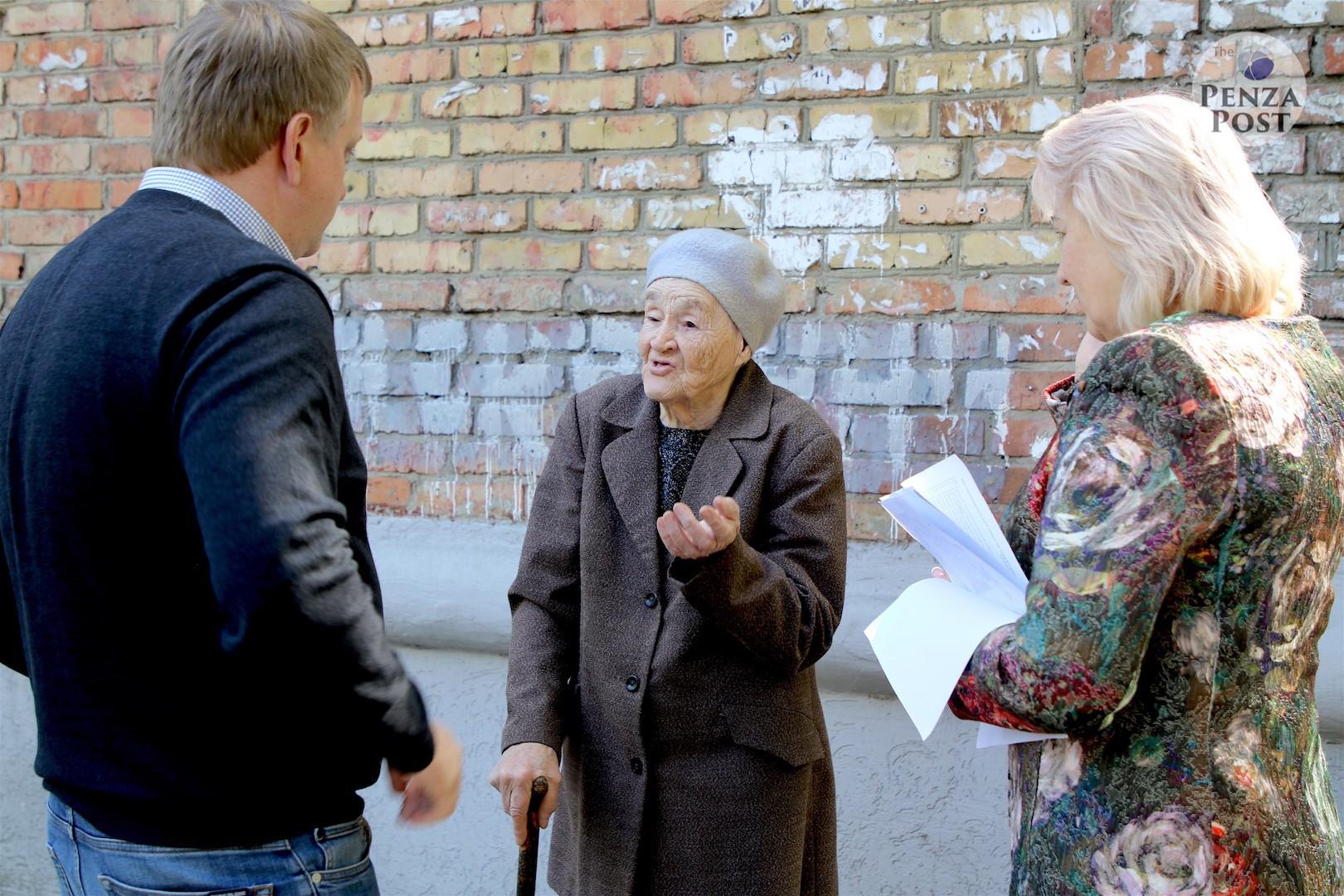 Олег Мельниченко проверил ход исполнения своего поручения. Объезд детских площадок Пензы в фото и видео
