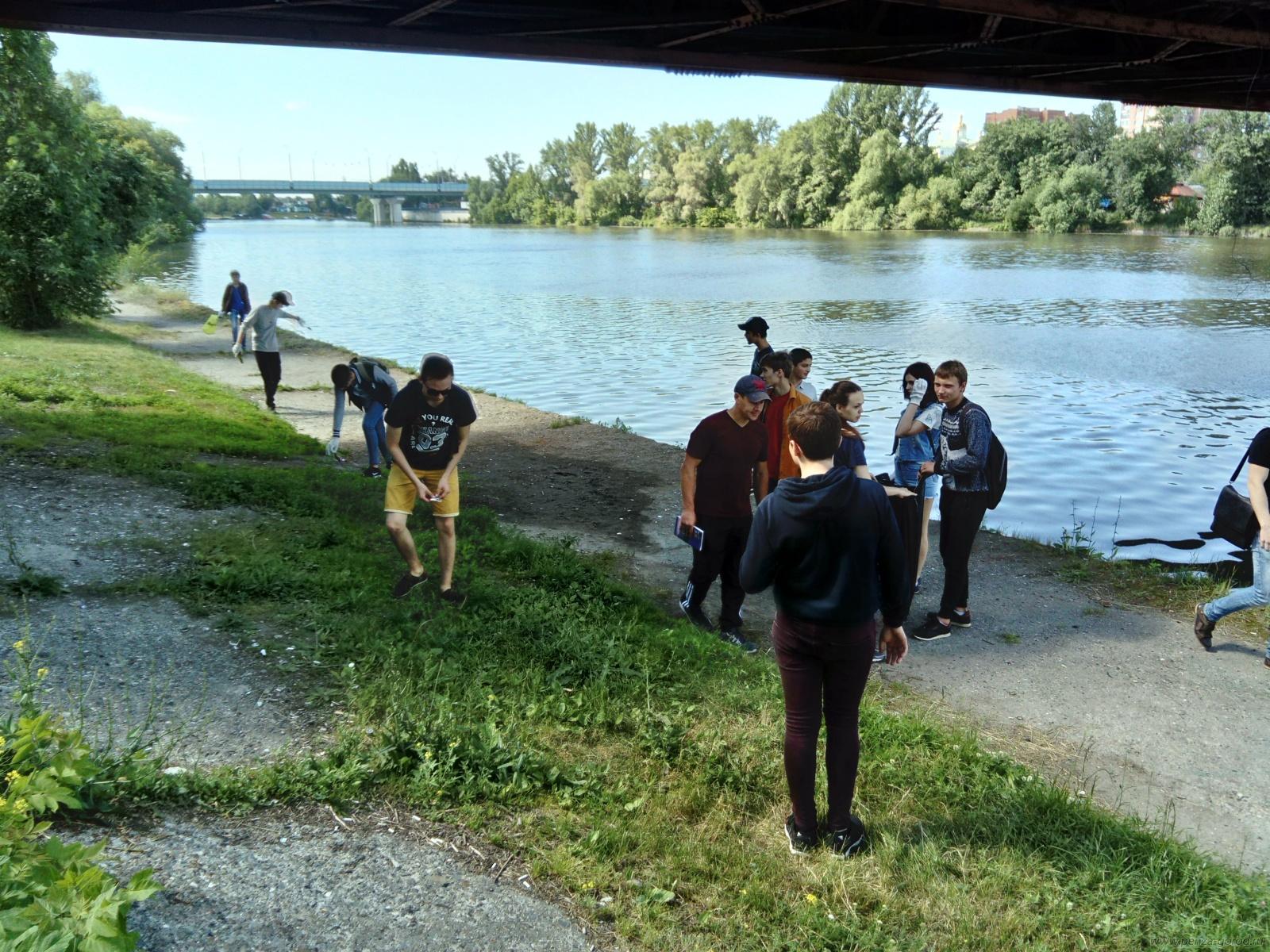 На территории набережной реки Суры пензенцы навели порядок