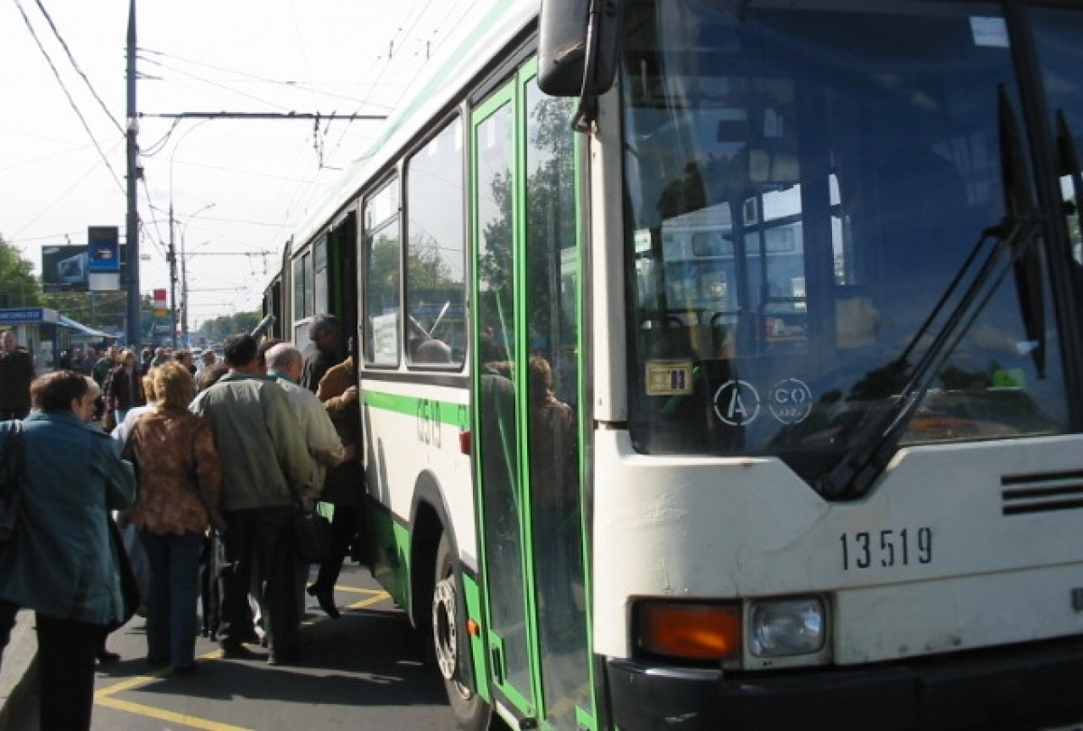 Стоя засадил в автобусе 18 фотография