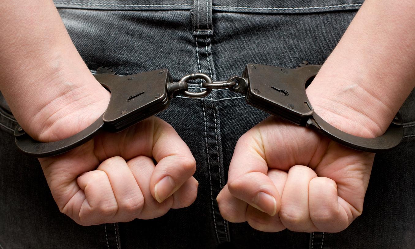 Преступник поимел полицейскую 23 фотография