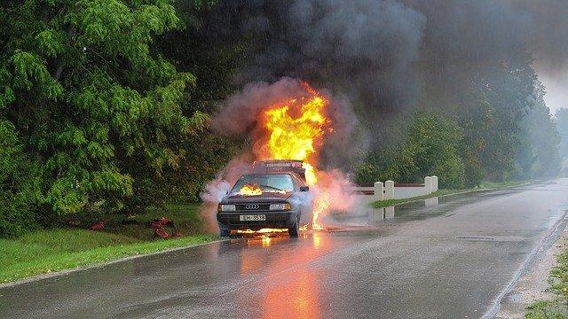 В Пензе утром загорелась машина-такси