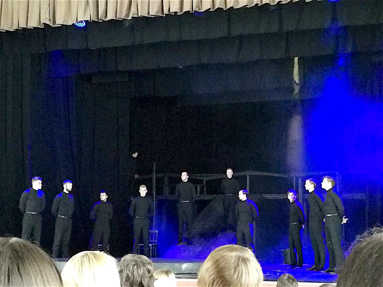 В обновленном Доме офицеров театр «Кириллица» представил премьеру спектакля «Бесы», созданного при поддержке «Рисан»