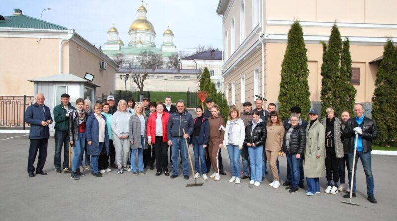 Сотрудники пензенского ЗакСобрания поучаствовали во всероссийском субботнике