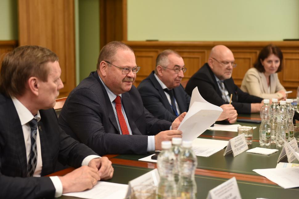 Олег Мельниченко потребовал ускорить разработку программы развития Заречного