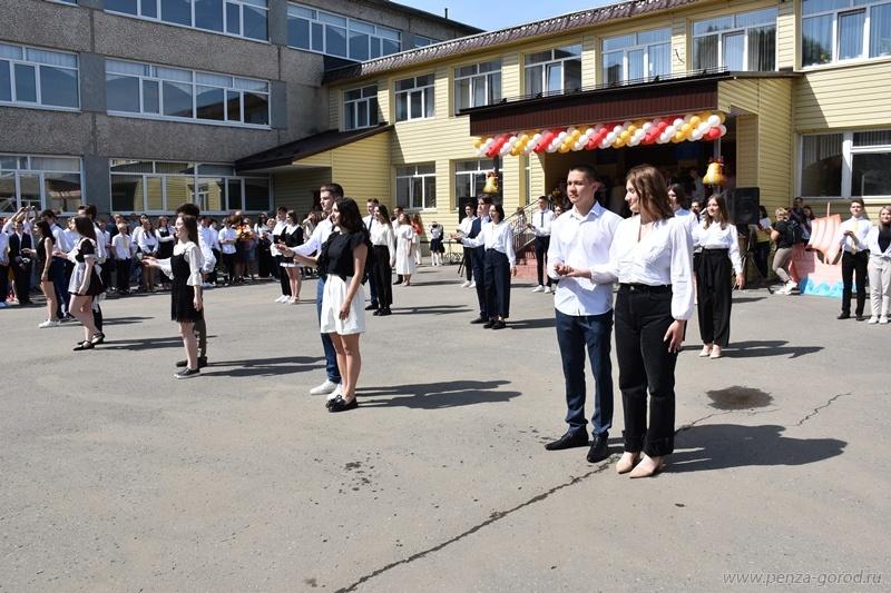 В Пензе последний звонок прозвучал для 6,5 тыс. выпускников